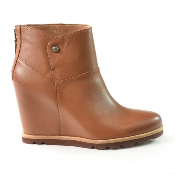 5bcce700a57 UGG Amal Wedgie Ankle Bootie BRAND NEW